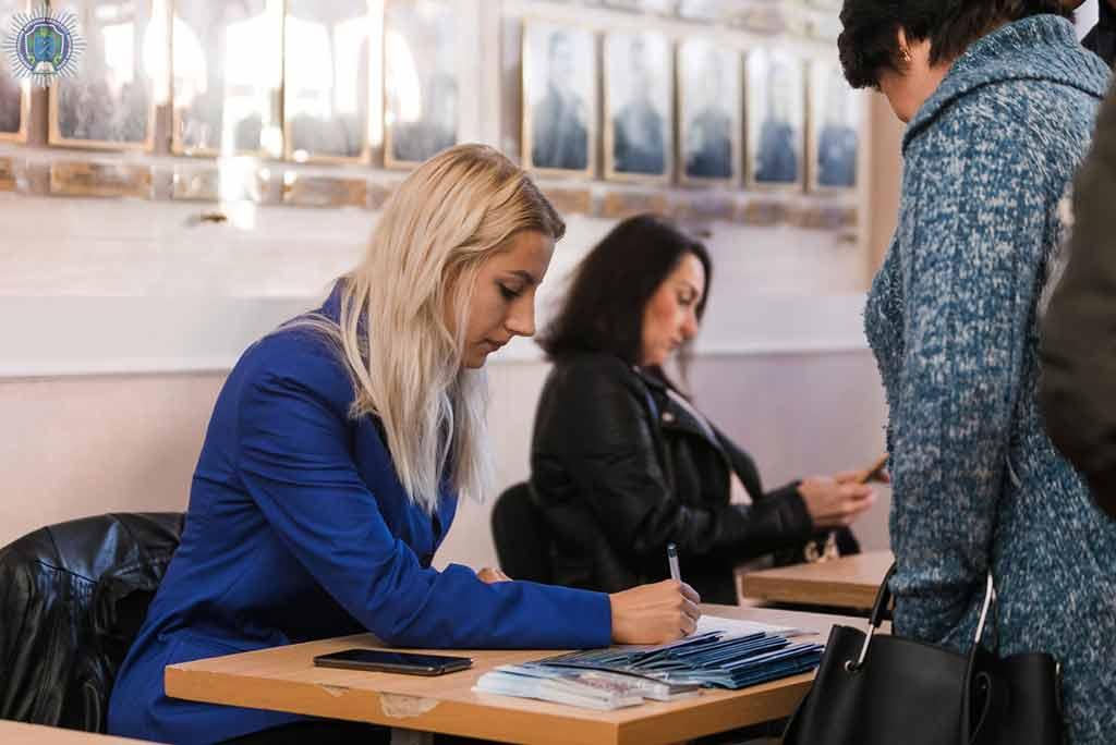 Школярам Дніпра презентували провідний юридичний виш області
