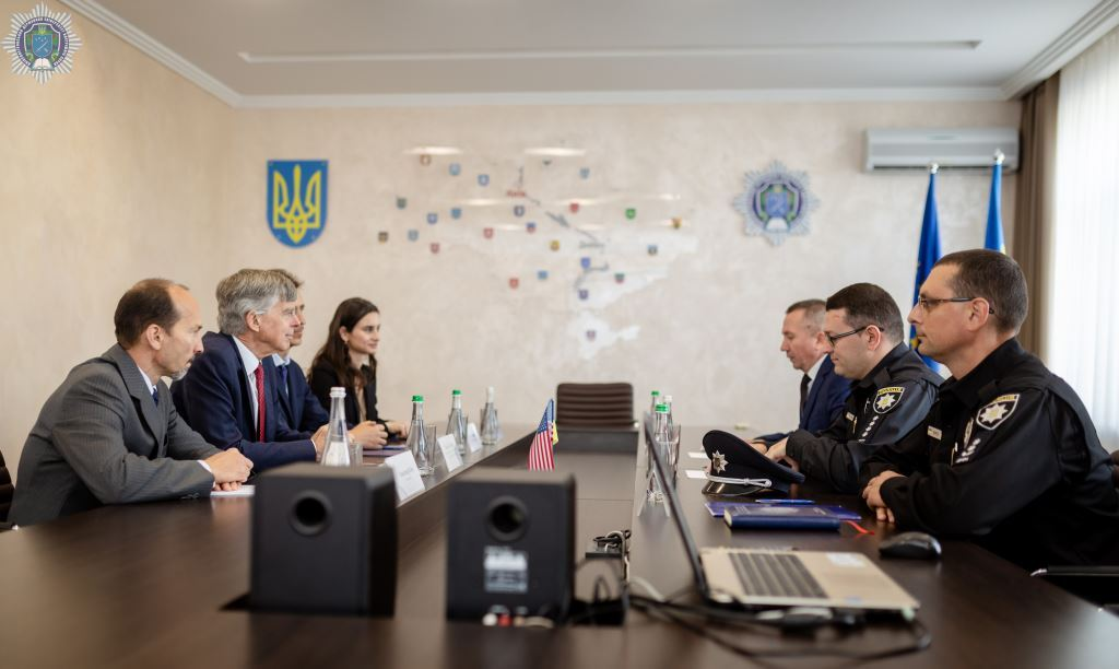 Українським «шерифам» довіряє населення: у ДДУВС презентували результати проекту «Поліцейський офіцер громади»