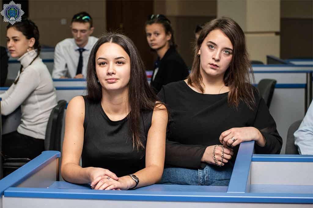 Студенти та курсанти ДДУВС зіграли в економічну гру