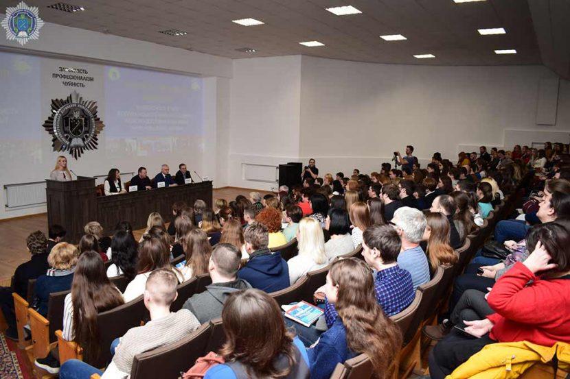 Інтелектуальна молодь області презентує ґрунтовні наукові дослідження у стінах ДДУВС