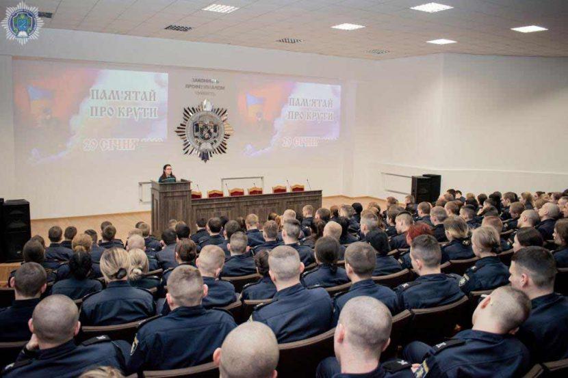 Сьогодні курсанти Дніпропетровського державного університету внутрішніх справ вшанували пам'ять героїв Крут.